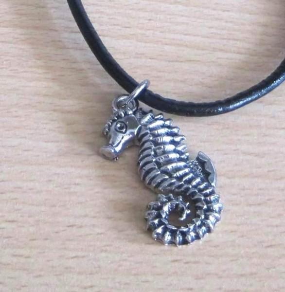 Halskette mit Seepferdchen-Anhänger - nickelfrei